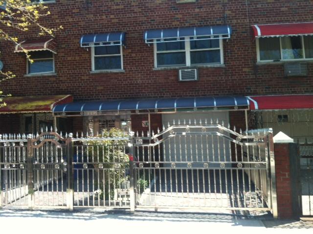 Puertas blindadas de una casa en el Bronx